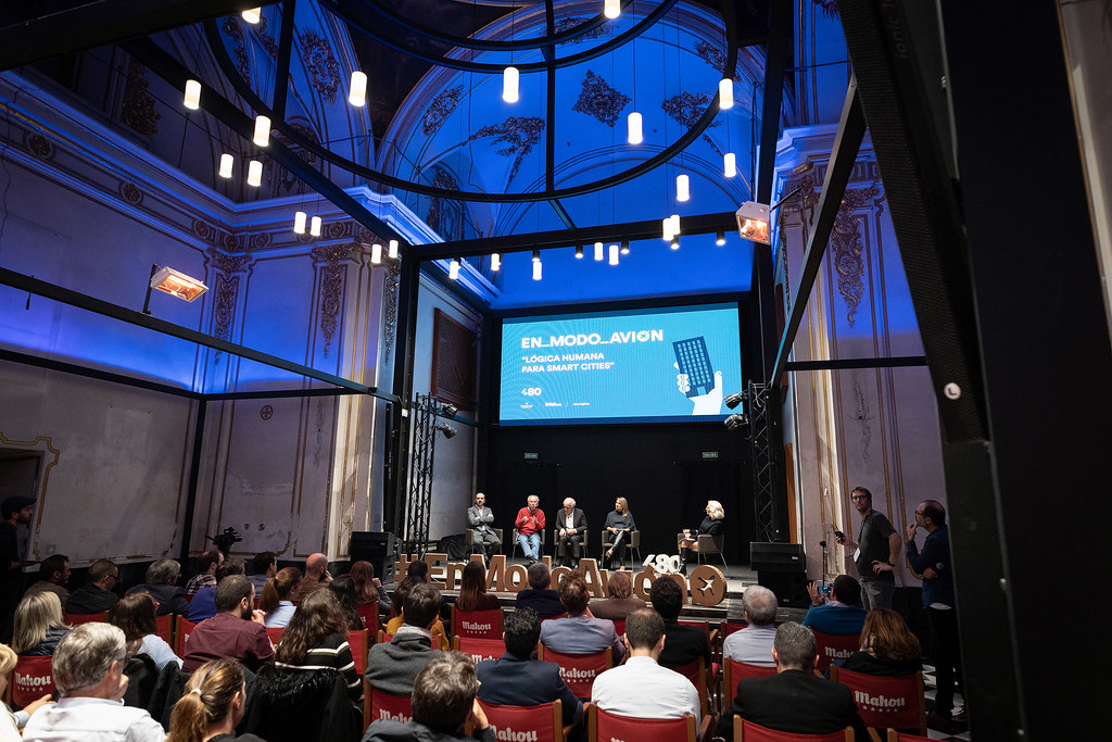 Charla #EnModoAvión 'Lógica humana para smart cities'