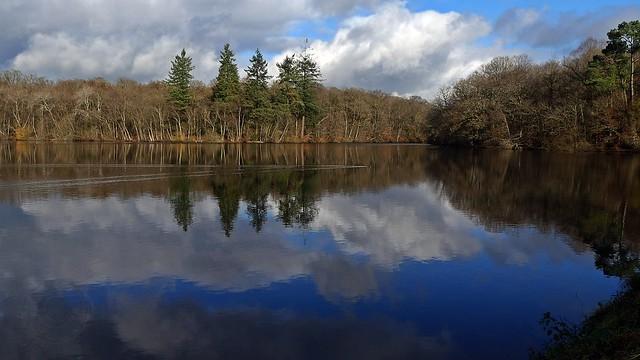 L'étang de Corbière aux confins de Marpiré   . . .