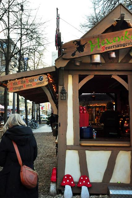 10.12.2019 ... Mannheims dritter und kleinster Weihnachtsmarkt (Märchenwald) am Paradeplatz ... Foto: Brigitte Stolle