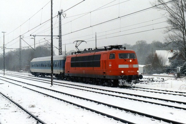 De enige neuverkehrsrote 103 in Bad Bentheim op 28-12-2000 (SCAN)