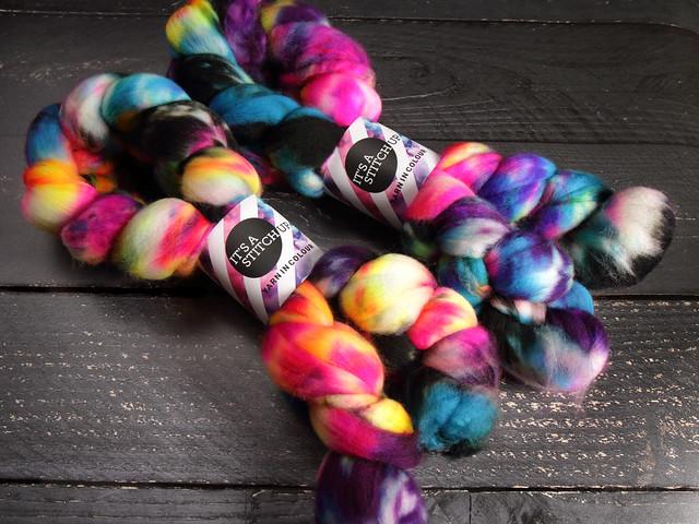 Extra fine merino pure wool superwash combed top/roving hand dyed spinning fibre 100g – 'Shinjuku'