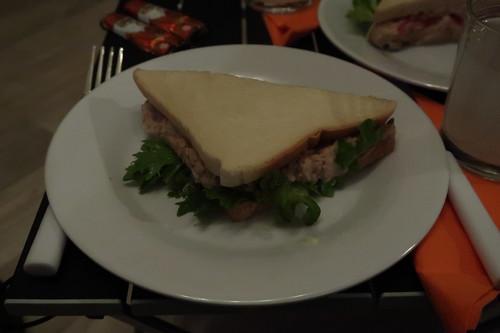 Thunfisch-Salat-Sandwich (meine Hälfte)