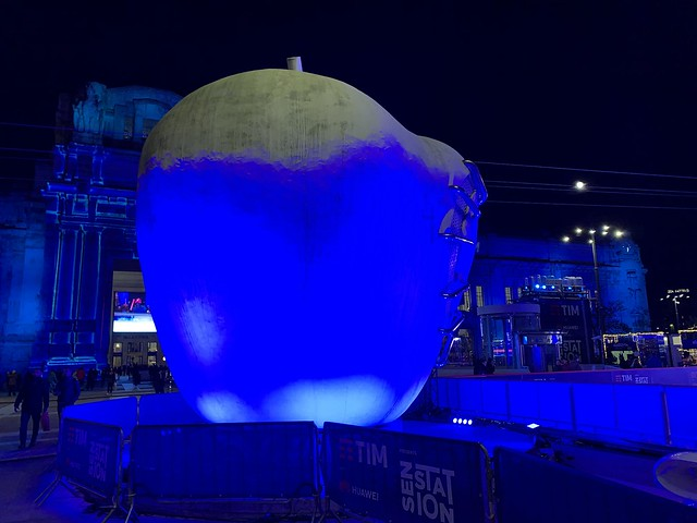 The blue apple