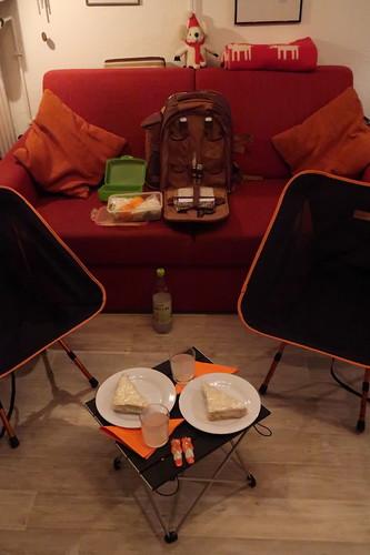 Picknick (zur Einweihung des Picknickrucksacks) in unserem Wohnzimmer (aufgrund der aktuellen Witterungsbedingungen)