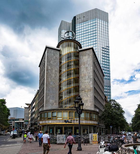 Das Junior-Haus am Kaiserplatz mit dem Eurotower