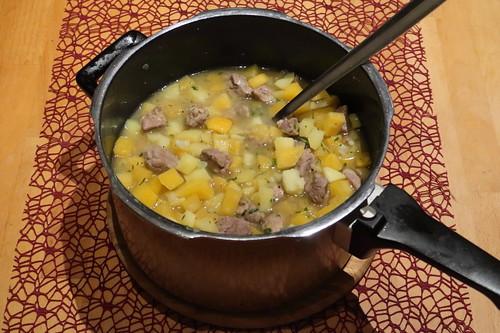 Im Schnellkochtopf zubereiteter Steckrübeneintopf