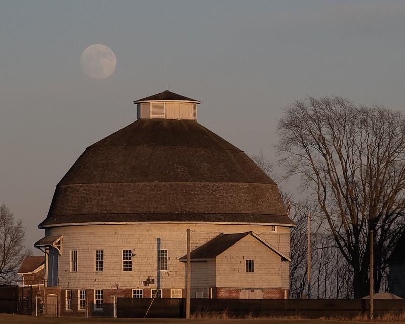 Round Barn, Round Moon