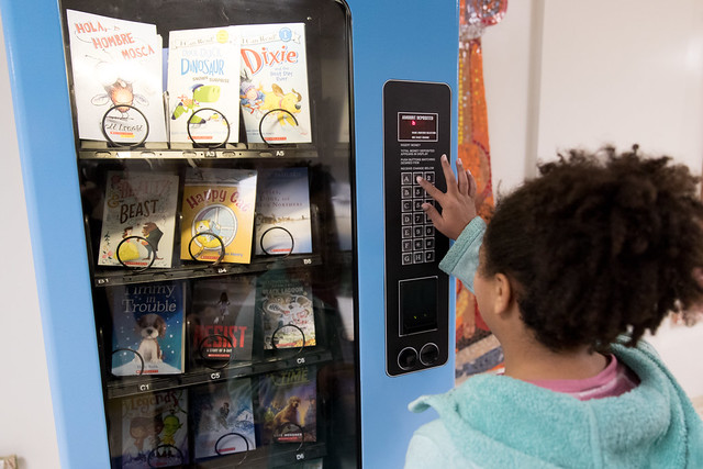 Hillis Students Snack on Food for Thought