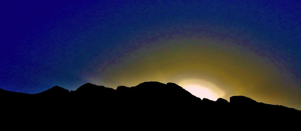Ocaso en la Sierra Madre Oriental (versión amarillo-azul).