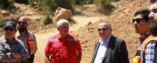 Junto a funcionarios de ONEMI, MOP y CONAF coordinamos la construcci�n de nuevos cortafuegos