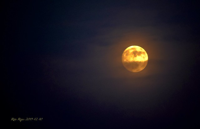 2019-12-10   -   The sun shines at the Moon, in about 28 hours it will be a full Moon, on Dec. 12 a bit past mittnight  !!!!!  -