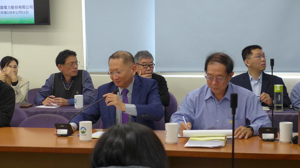 森霸電力公司董事長李明坤及總經理溫永彰到場說明。孫文臨攝
