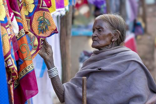 baiga woman market chhattisgarh india sony a7rii sel100f28gm stf