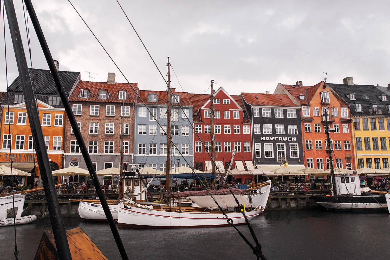 19copenhagen-denmark-nyhavn-architecture-travel