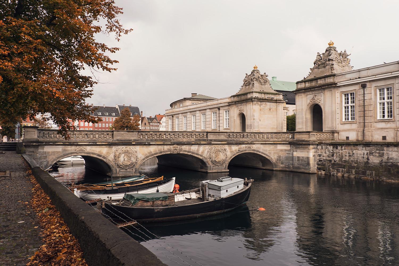 07copenhagen-denmark-marblebridge-christiansborgpalace-canal-travel