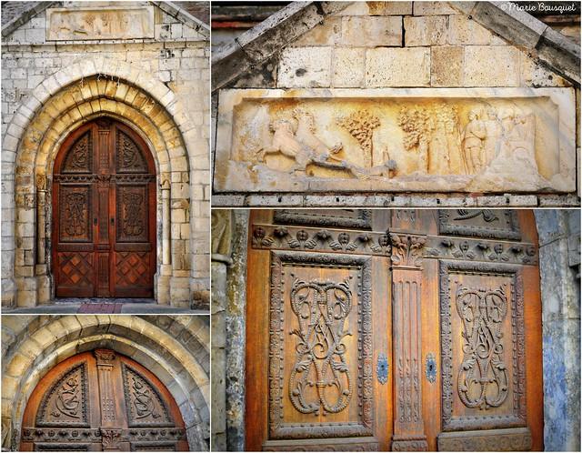 Porte en bois sculpté de l'église de Saint-Hippolyte