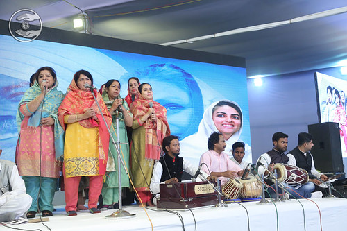 Devotional song by Usha Ji and Saathi from Agra