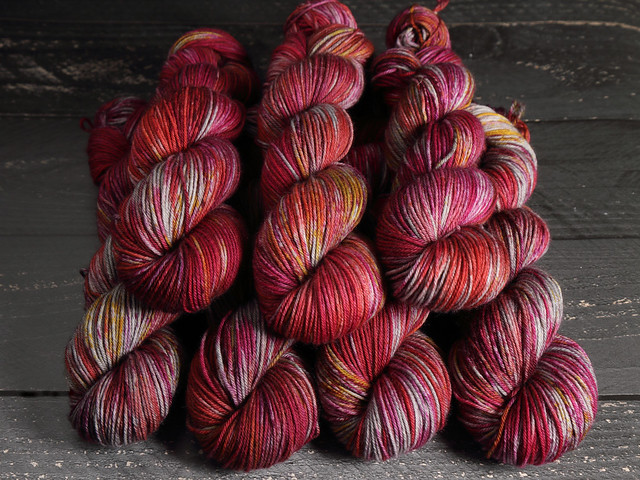 Dynamite DK – Pure British Wool superwash hand dyed yarn 100g – 'Mulled Wine Spice'