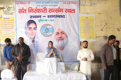 Blessings by Satguru Mata Ji at Sadabad on the way to Agra