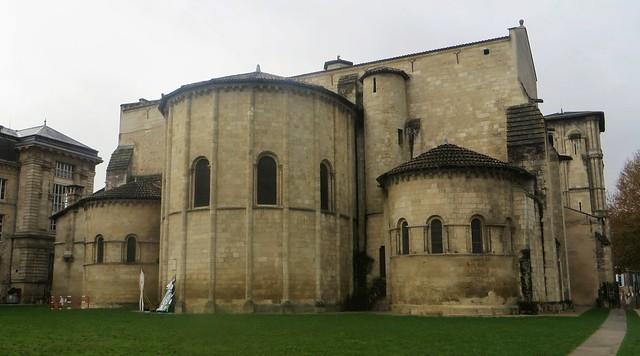 Abside, église abbatiale Sainte Croix (XIe-XIIe-XIXe), style roman saintongeais, Bordeaux, Nouvelle-Aquitaine, France.