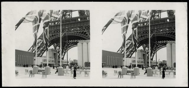Archiv U734, Am Fuße des Eiffelturms, Paris, Frankreich, 1937