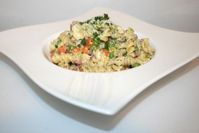 26 - Sour cream bacon pasta - Side view / Schmand-Schinken-Nudeln - Seitenansicht