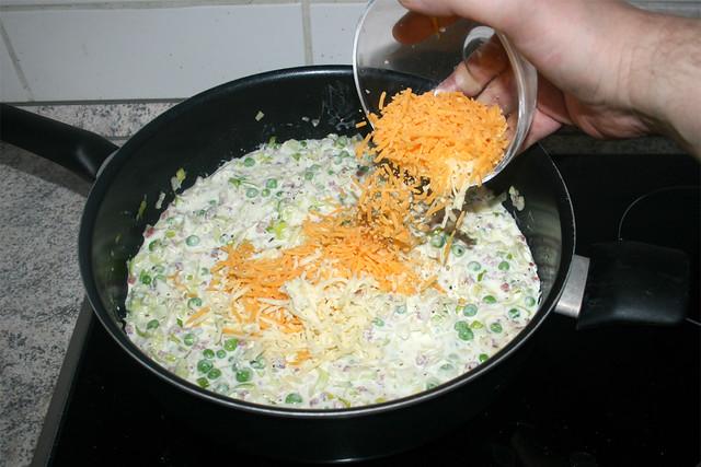 19 - Käse in Sauce geben / Put cheese ins sauce