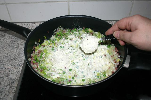 16 - Creme fraiche mit Kräutern addieren / Add creme fraiche with herbs