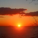 11. Detsember 2019 - 8:42 - lever de soleil , à coté de Montecristo ( gauche ou droite ?? ) depuis Bastia .