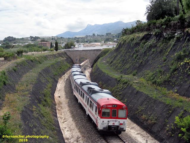 Tren de media distancia de Renfe (Regional Xátiva-Alcoi) a su paso por ALBAIDA (Valencia)