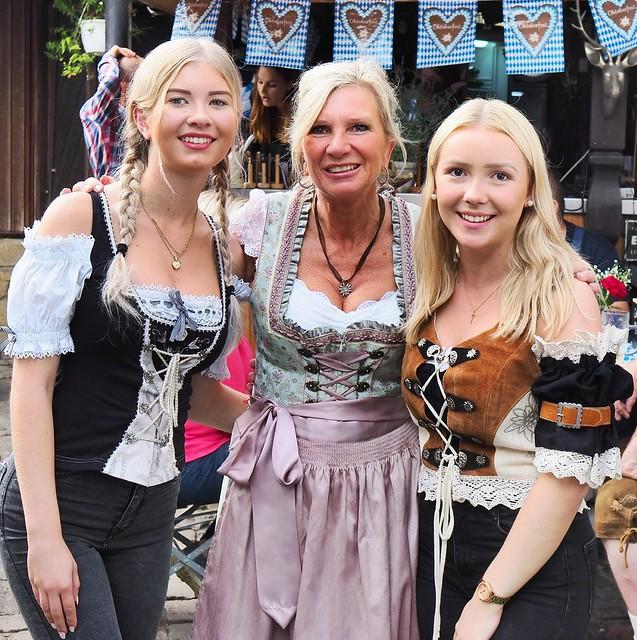 """Beim Oktoberfest in Gustavsburg - Restaurant """"Zum Heurigen"""" im Sommer 2019"""