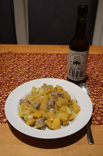 Helles von der Bio Craft Beer Brauerei Finne zum aufgewärmten Rest des Steckrübeneintopfs