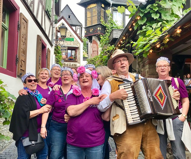 Drosselgasse in Ruedesheim on the Rhine in Germany - together with Tourists