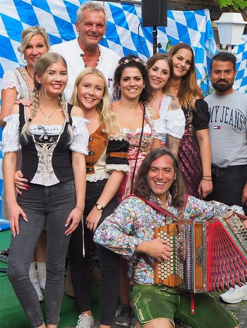 """Oktoberfest in Gustavsburg im Restaurant mit Biergarten """"Zum Heurigen"""". Mit Hansi Schitter und seiner steirischen Harmonika."""