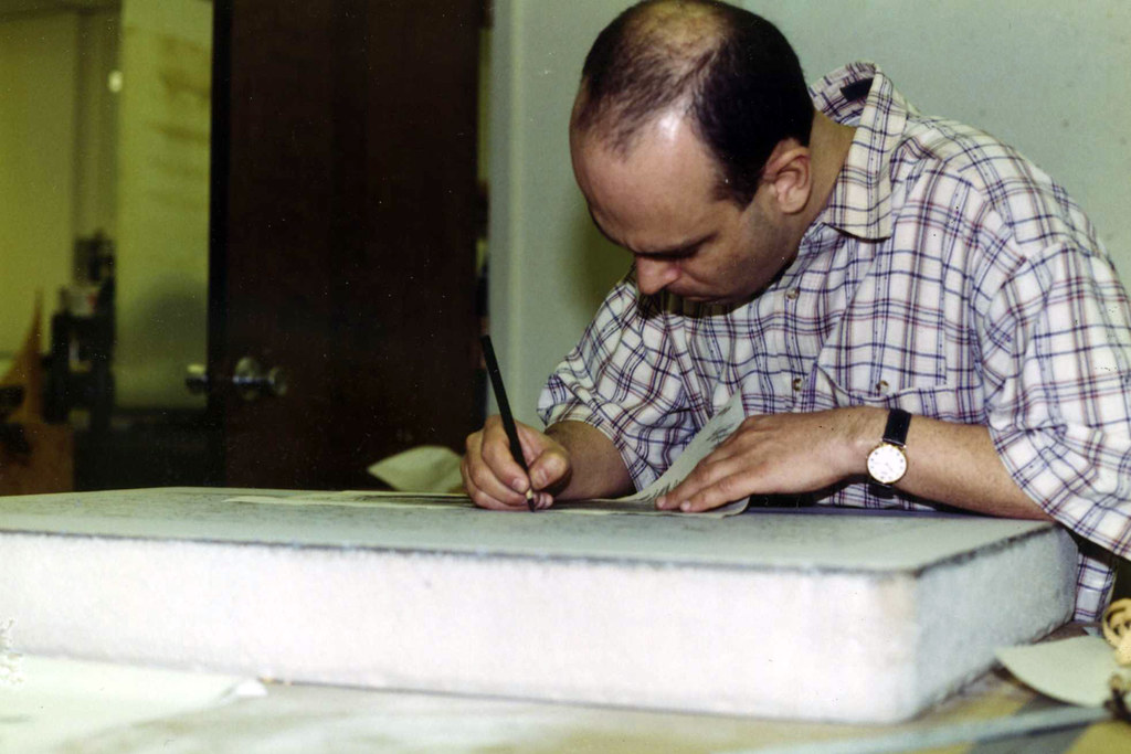 Arturo Herrera drawing on a litho stone