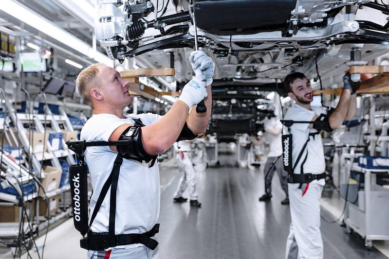Audi-Exoskeleton-01