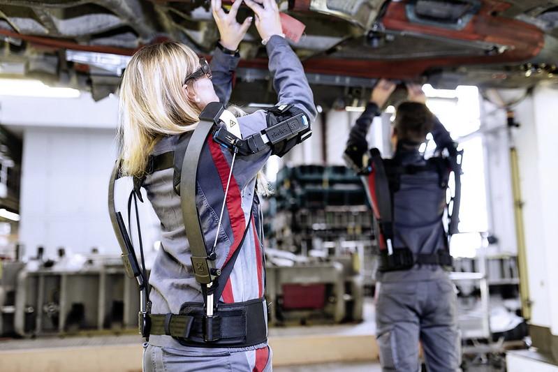 Audi-Exoskeleton-02