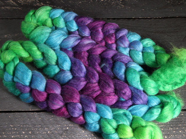 Lustre Blend fine British wool, merino, silk combed top/roving hand-dyed spinning fibre 100g 'Refraction' gradient