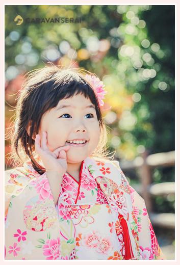 七五三 白い着物を着た3歳の女の子 笑顔