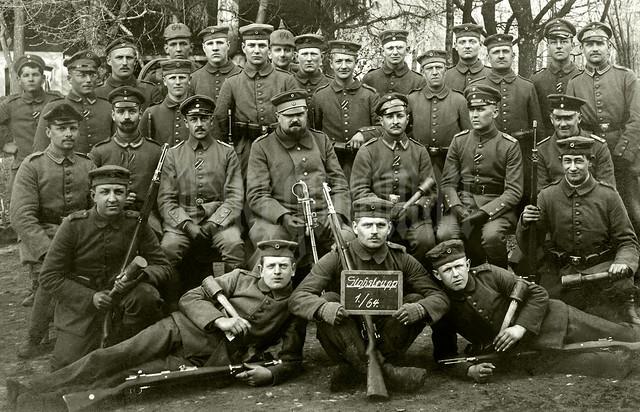 Deutsche Soldaten der Stoßtrupp der 1. Kompagnie Infanterie-Regiments 64.
