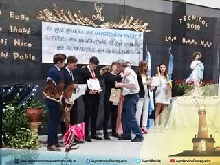 Hno. Provincial entregando diplomas