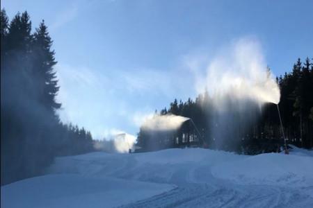 Aktuálně: díky mrazům se na českých horách lyžuje