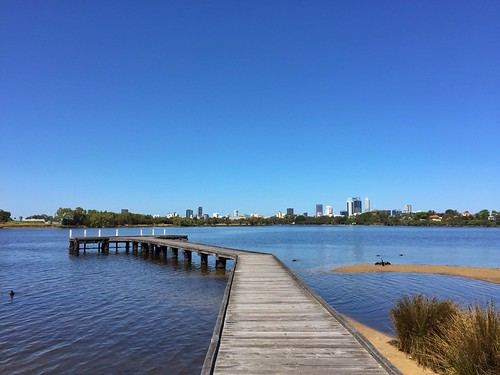 maylands perth swan river city view water rivier iphone6 iphone jetty steiger australia skyline skyscrapers wolkenkrabbers australië darter blue sky