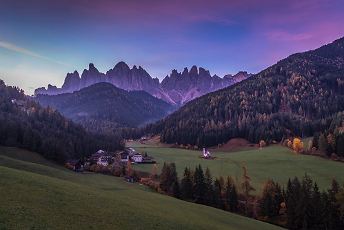 octarine purple dolomites italy mountains trees dawn sunrise larch chiesettadisangiovanniinranui thechurchofsaintjohninranui church autumn fall mist santamaddalena valdifunes