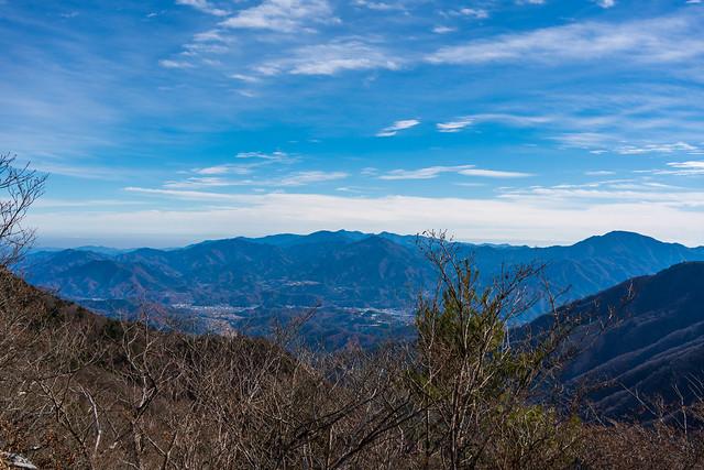 清八山を越えて・・・最後に丹沢方面を眺める
