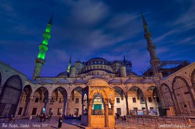 Who turned off the lights at the Blue Mosque?