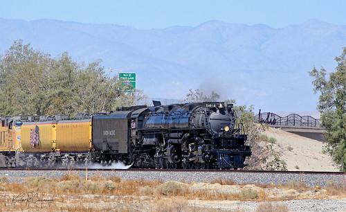 trains railroads unionpacific up sunsetroute raceacrossthesouthwest steam locomotive 4014 bigboy 4884 indio california