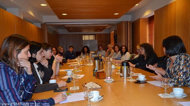 Las empresarias de Salamanca han compartido con desempleados de la provincia un nuevo taller del ciclo de conferencias sobre selección de personal, analizando la entrevista personal.