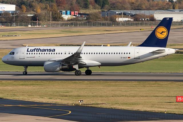 D-AIUT Lufthansa A320-200 Birmingham Airport