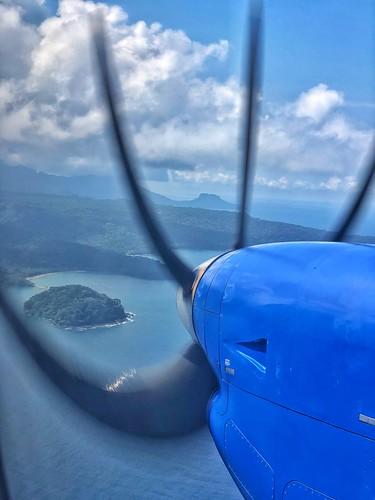 El avión llegando a la isla de Príncipe (queda a la vista en primer lugar es islote BomBom)